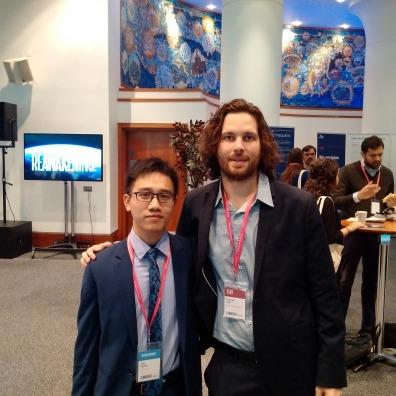 Ông Trần Mạnh Cường (bên trái) chụp cùng ông Thomas Vass - Manager của Young Scholars Initiative (INET)