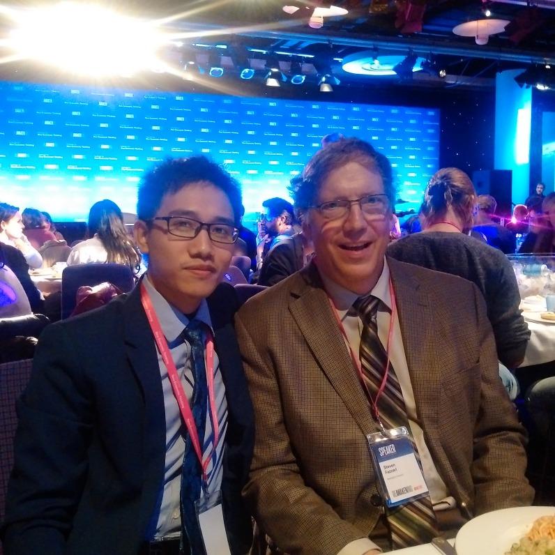 Ông Trần Mạnh Cường (bên trái) và Giáo sư Steven Fazzari, Đại học Washington, Hoa Kỳ
