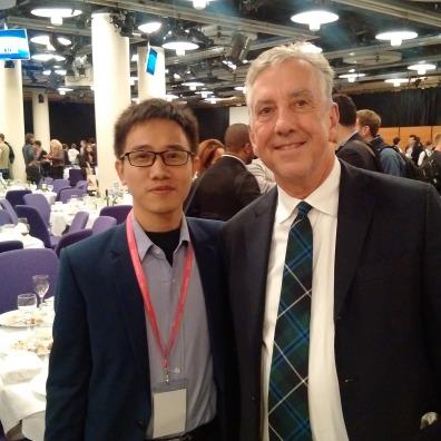 Ông Trần Mạnh Cường (bên trái) và TS Robert Johnson, Viện trưởng INET