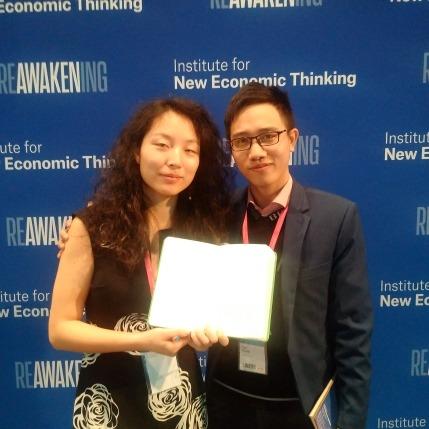 Ông Trần Mạnh Cường (bên phải) và bà Yuan Yang - Founder, Rethinking Economics